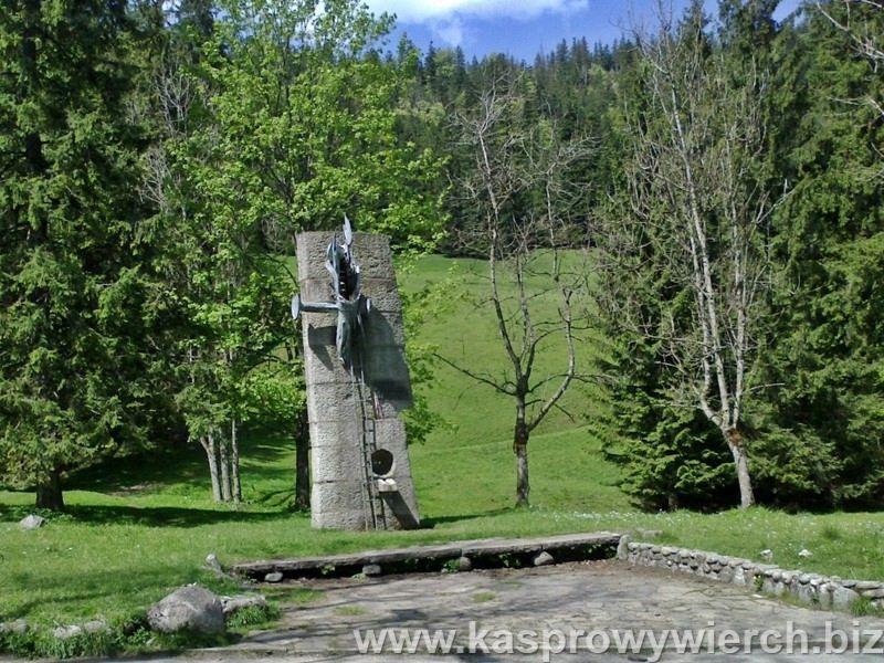 Prometeusz Rozstrzelany - pomnik Władysława Hasiora poświęcony rozstrzelanym Polakom